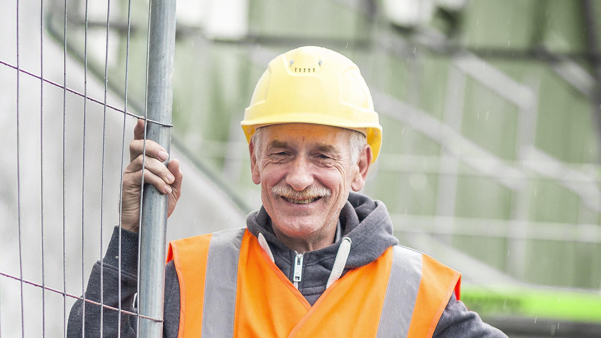 Bauarbeiter mit Sicherheitsweste